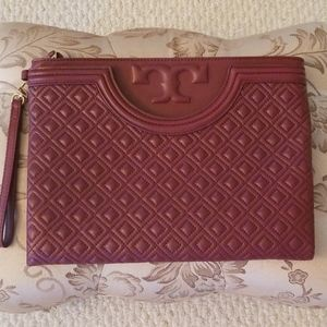 Tory Burch Fleming Large Pouch in Port Royal